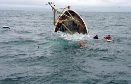 Tunisie: Repêchage d'un corps et 12 secourus après le naufrage d'un bateau de migrants au large de Sfax