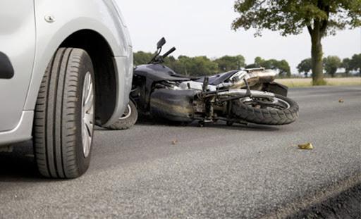 Tunisie: Décès de deux jeunes dans une collision entre une moto et une voiture à Monastir