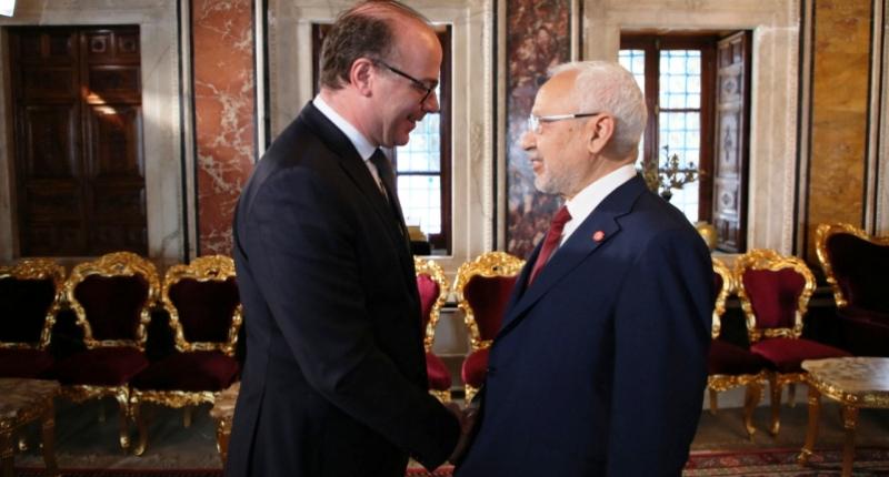 Tunisie – Ennahdha accorde un sursis à Fakhfekh et s'adjuge le plein contrôle du pays?