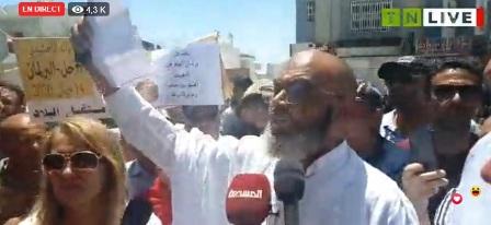 Tunisie – Mohamed Hentati s'adresse à l'assistance à la place du Bardo et annonce la création du front du 14 juin