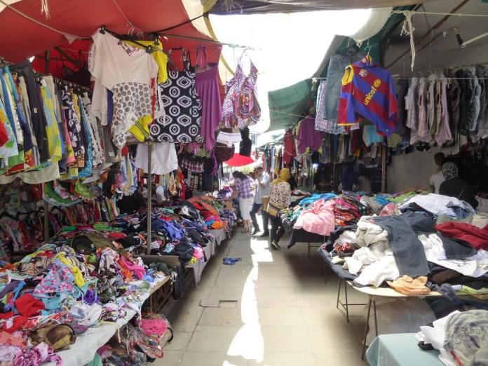 Contrebande : Saisie de 125 tonnes de vêtements de fripe à Beja