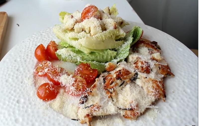 Recette : Salade Caesar avec la VRAIE sauce Caesar