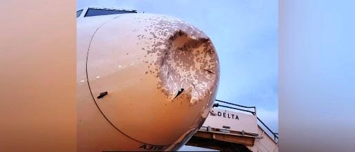 IMAGES: Un avion opère un atterrissage d'urgence après avoir heurté un objet non identifié