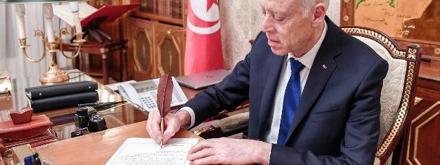 Tunisie – Des personnalités politiques appellent Saïed à appliquer l'article 99 de la constitution
