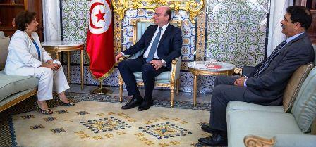 Tunisie – Le numéro de funambule d'Elyes Fakhfakh qui essaie de ménager la chèvre et le chou