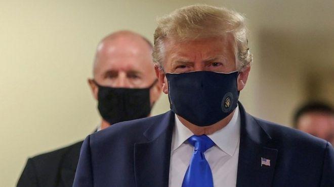 Trump, haut le masque