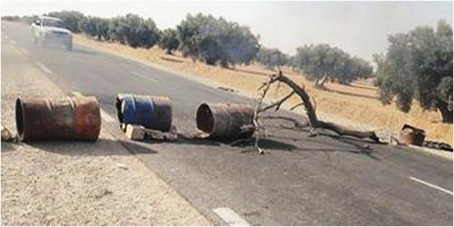 Tunisie – Qui se cache derrière les blocages de routes en cette journée de retour de vacances?