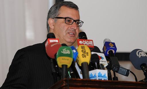 """Tunisie: Radhouane Masmoudi s'étonne de la présence de femmes """"voilées"""" dans """"le parti de Abir Moussi"""""""