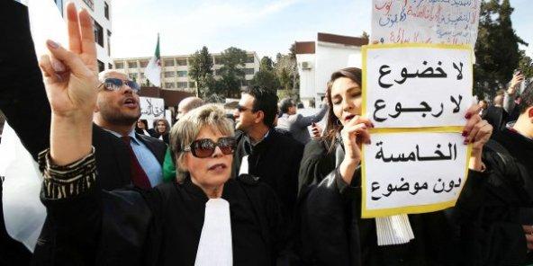 Algérie : la fronde des robes noires