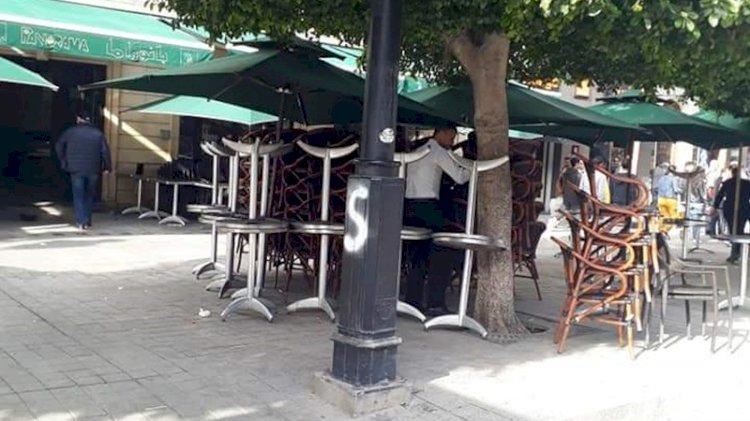 """Tunisie: Suppression de l'usage des chaises dans les cafés, décision """"arbitraire"""", selon le président de la chambre des cafetiers"""
