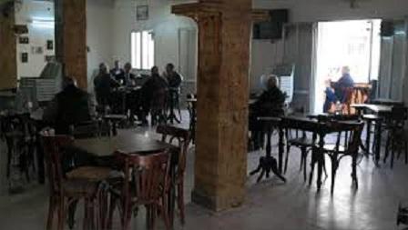 Tunisie: Les cafetiers de Sidi Bouzid rejettent la décision de retrait des tables et chaises