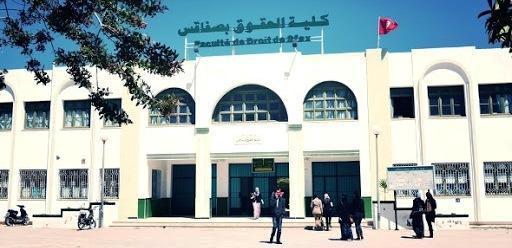 Tunisie – Des étudiants bloquent la faculté et suspendent les épreuves des examens à cause du covid