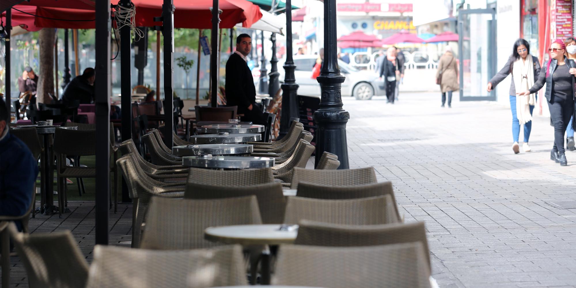 Tunisie – Le gouvernement détruit le secteur des cafés et restaurants
