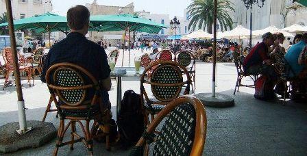Tunisie – URGENT: Retour à l'utilisation des tables dans les cafés à 30% de leur capacité sur le grand Tunis