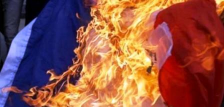 Tunisie: Sijoumi: Arrestation d'un jeune ayant brûlé le drapeau français