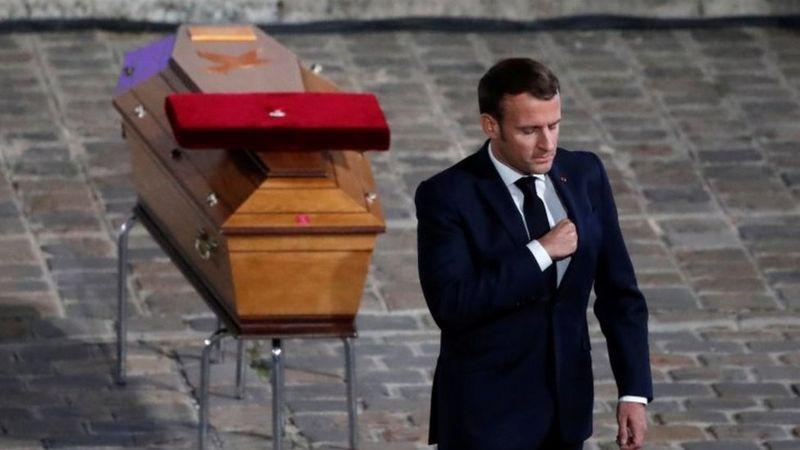 Erdogan a insulté Macron après le meurtre d'un enseignant près de Paris. La France rappelle son ambassadeur en Turquie.