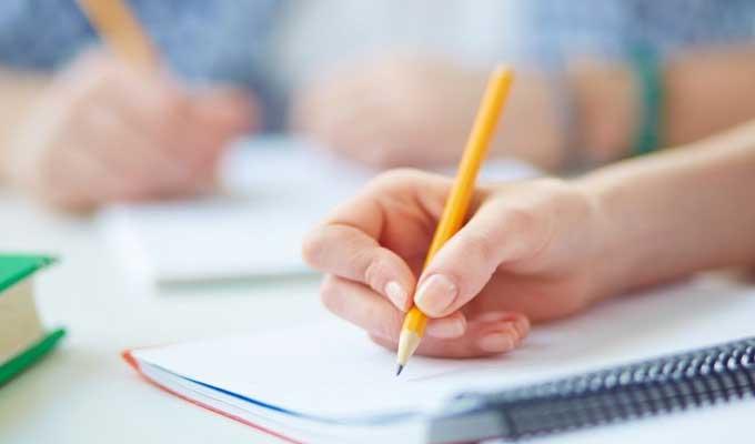 Tunisie- Kasserine:  Une enseignante déchire le projet de fin d'études d'une étudiante, le directeur s'excuse
