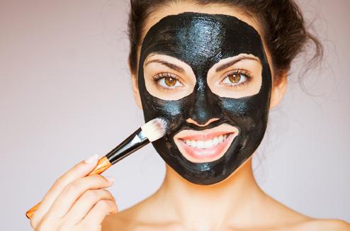 TN Beauté : Du charbon végétal pour purifier la peau ? Est-ce possible ?