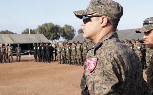 Tunisie: Des militaires renvoyés pour avoir coopéré avec des terroristes et des contrebandiers