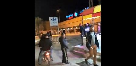 Tunisie – URGENT – IMAGES: Des pilleurs saccagent le magasin Carrefour à Tozeur
