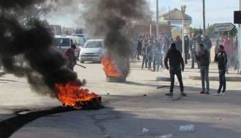 """Tunisie-Kasserine: des sit-inneurs menacent de brûler le siège de la société """"SEREPT"""" et le champ pétrolier « Douleb »"""