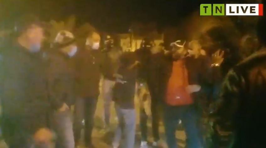 Tunisie – VIDEO: Sfax: Arrestation d'enfants mandatés pour mettre le feu à des pneus