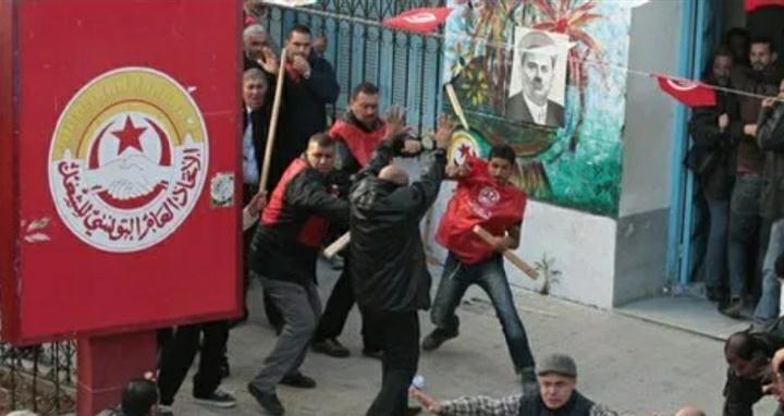 Ephéméride – Samedi 25 février 2012: les manifestants islamistes s'opposent à la manifestation de l'UGTT