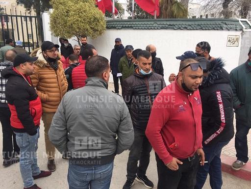 Tunisie: En images, sit-in des conducteurs de taxis à Béja