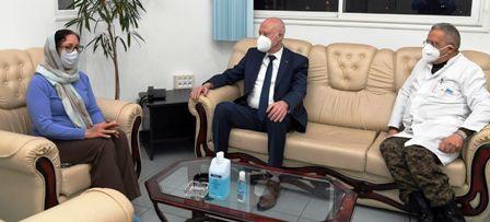 Tunisie – Kaïs Saïed s'est rendu à l'hôpital militaire pour s'enquérir de l'état de santé de Habib Essid