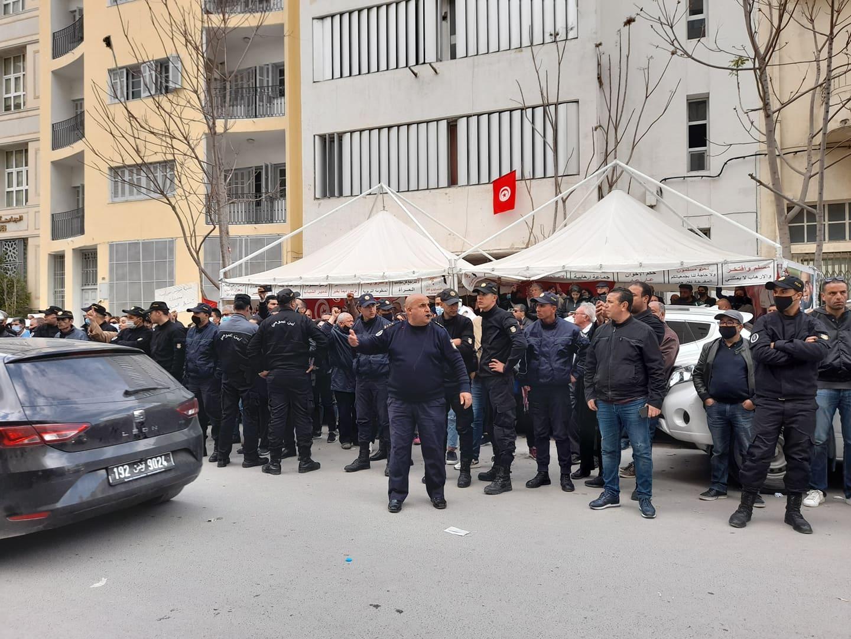 Dernière minute: Les sit-ineurs du PDL et les protestataires d'AL Karama en même temps et au même endroit…. [photos]