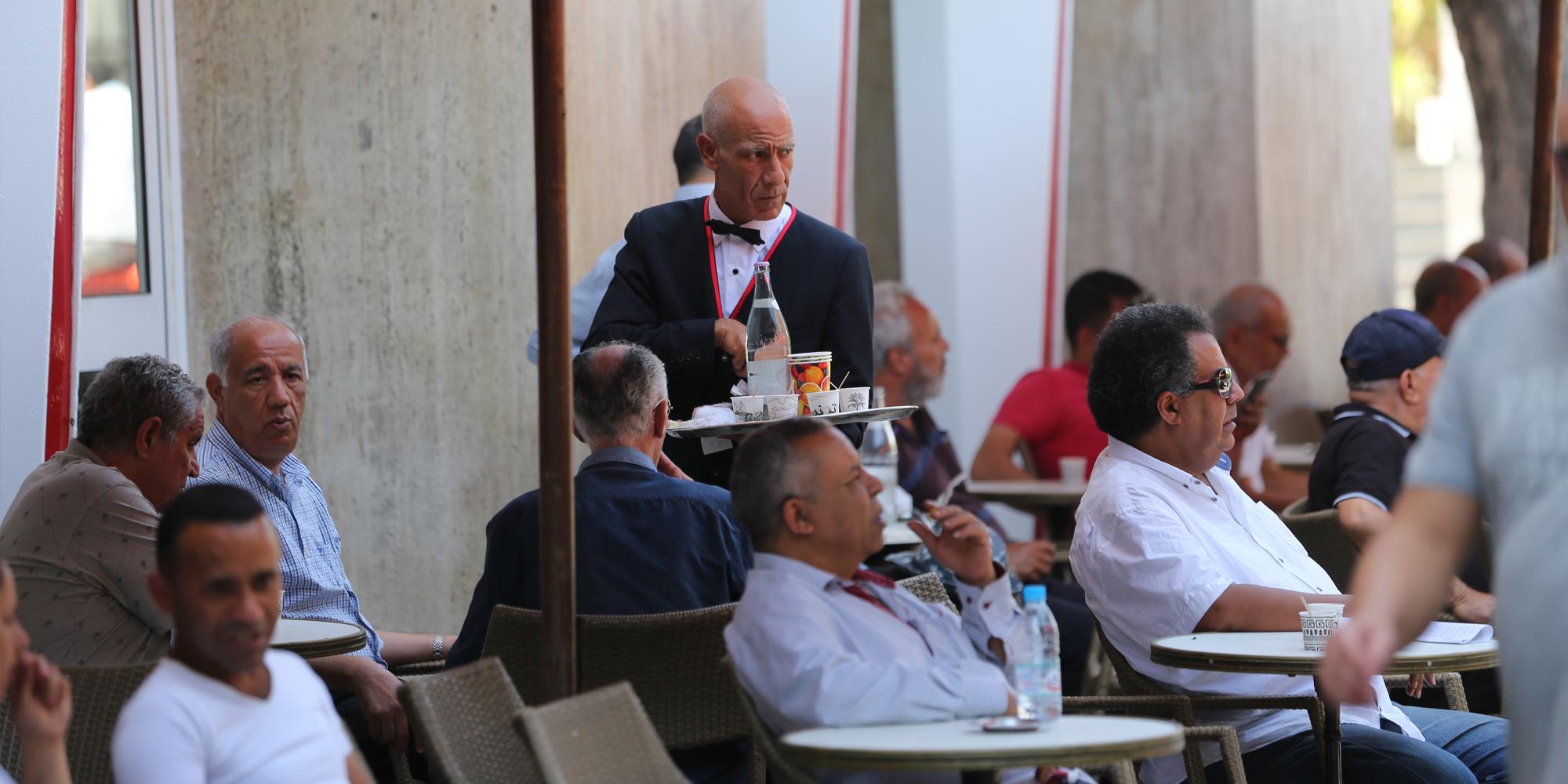 Tunisie: La chambre nationale des cafetiers appelle à fixer le couvre-feu à minuit
