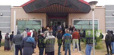 Tunisie [Photos]: Encombrement de personnes devant le centre de vaccination anti-Covid à Gafsa