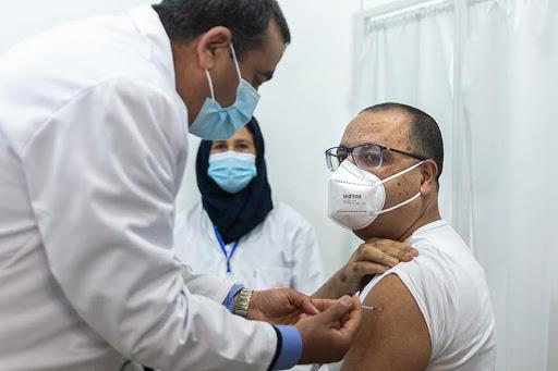 Scandaleux: 60.000 citoyens rayés de la liste des personnes concernées par la vaccination pour immuniser les ministres et leurs familles