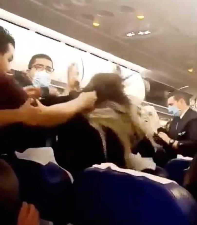Vidéo: Une violence inouïe pendant le vol Tunisair Istambul /Carthage