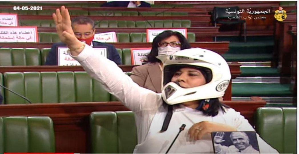 Tunisie- Abir Moussi : Un gilet pare-balles et un casque pour contrecarrer les instructions [photos]