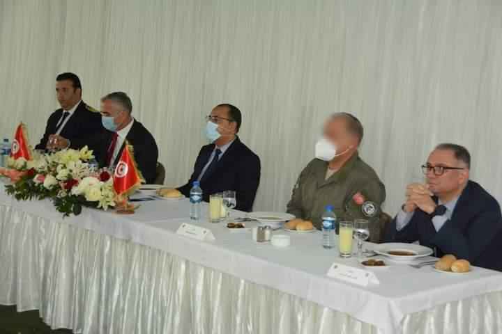 Tunisie : Mechichi rompt se jeûne avec les agents de l'unité spéciale de la Garde Nationale