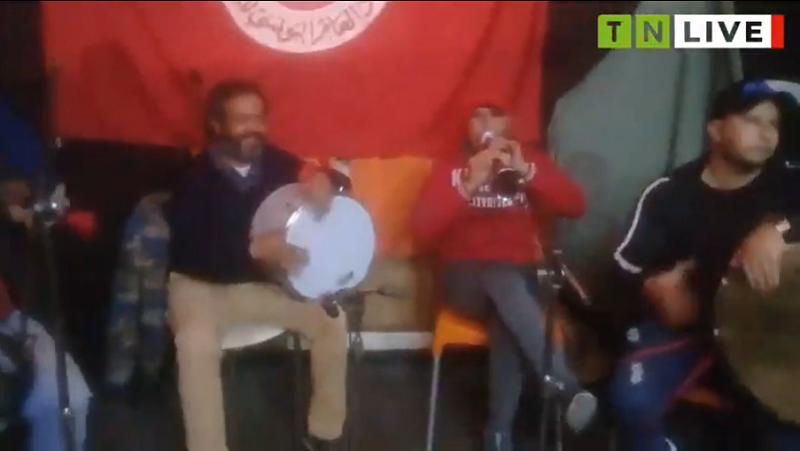 Sfax [EN DIRECT] : Les artistes de Sfax protestent d'une manière artistique civilisée pour la neuvième soirée consécutive