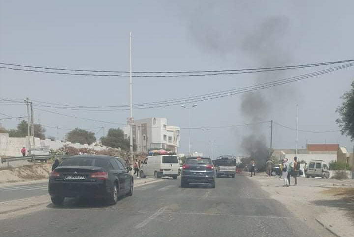 Hammamet [Photos] : Blocage de la route reliant Hammamet et Nabeul pour cette raison