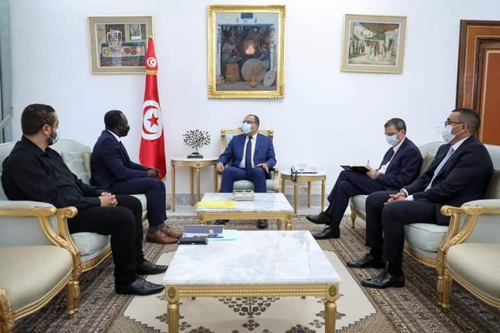 Tunisie : Hichem Mechichi tient à l'amélioration du cadre législatif du travail des associations