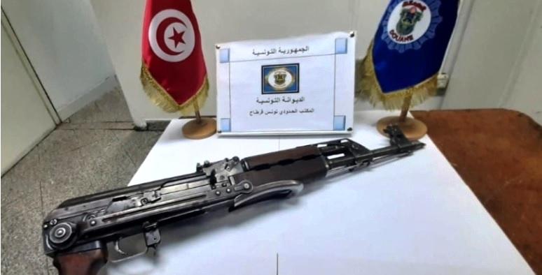Tunisie – Inculpation de la femme qui a ramené une kalachnikov à l'aéroport de Tunis pour terrorisme