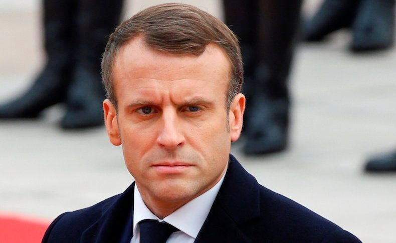 Monde: Emmanuel Macron giflé par un citoyen [Vidéo]