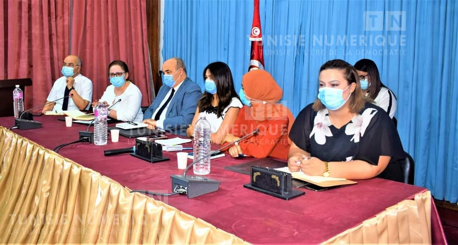 Tunisie-Coronavirus[PHOTOS] : Nissaf Ben Alaya supervise une réunion au Kef