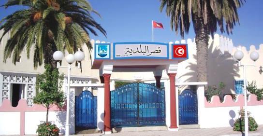 Tunisie – Tebourba: Les citoyens jettent leurs poubelles devant la municipalité