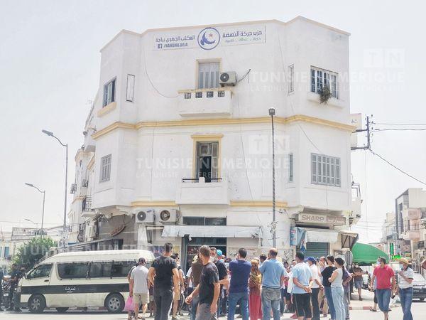 Siège d'Ennahdha à Béja: Des citoyens revendiquent la dissolution du Parlement