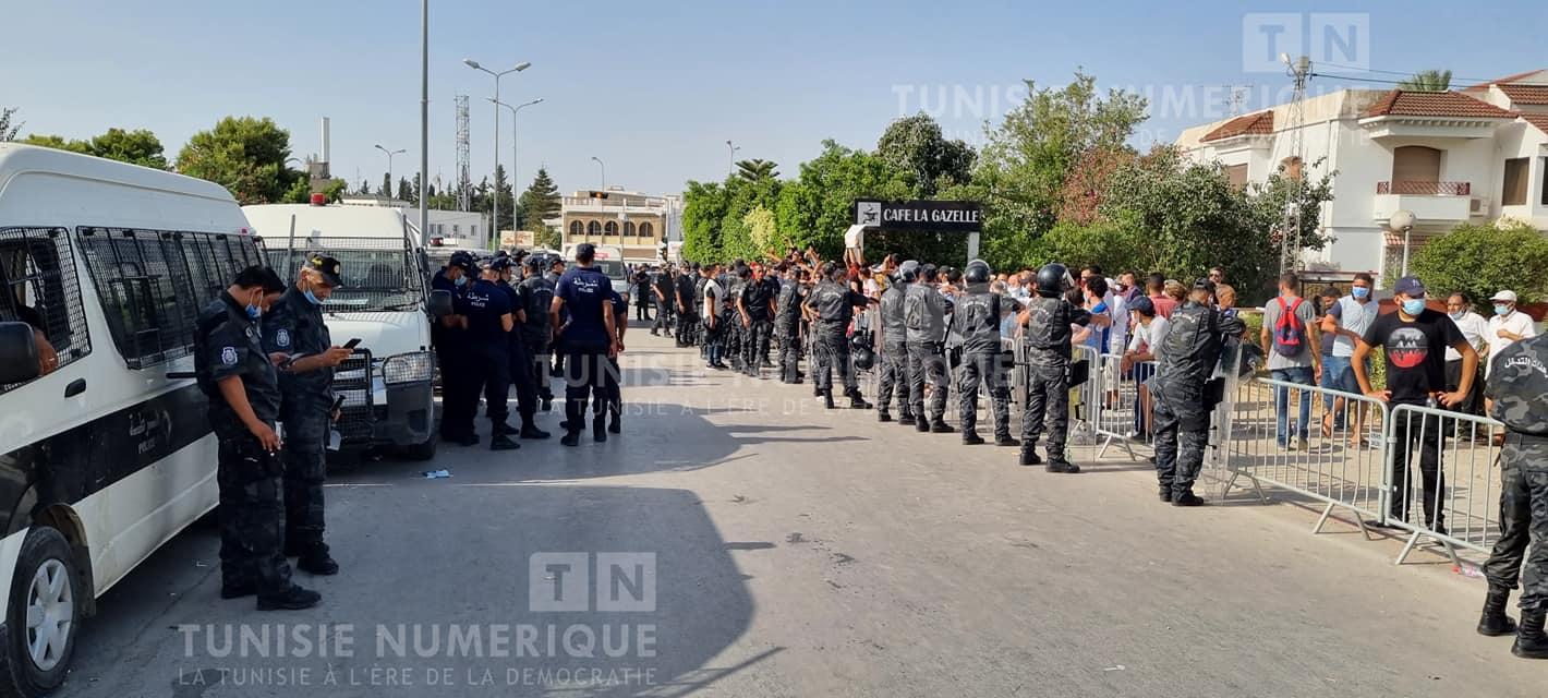 Affrontements et violence inédite: L'ambiance devant le siège du Parlement [Photos]