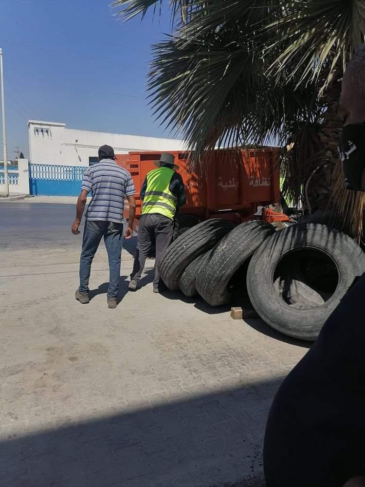 Tunisie [PHOTOS]: Saisie de plus de 1150 pneus par la police municipale