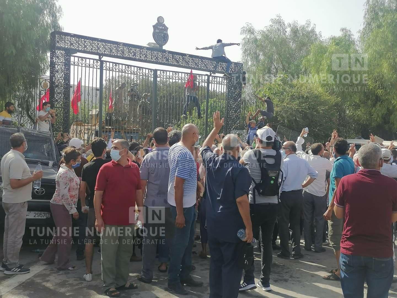 Tunisie: Tentative de prise d'assaut du Parlement par les adhérents d'Ennahdha [Photos]