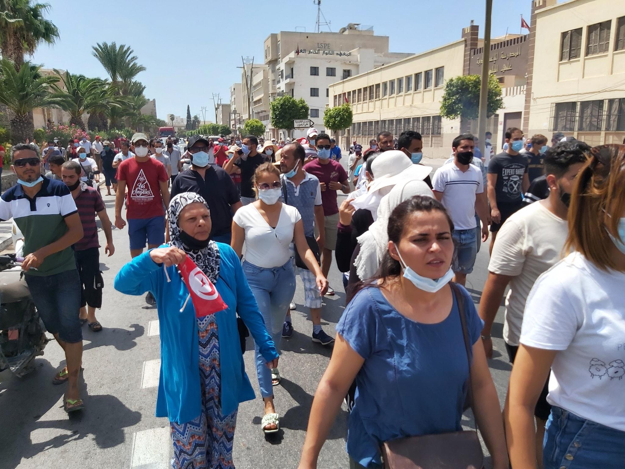 Sfax: Les manifestants appellent à la dissolution du Parlement