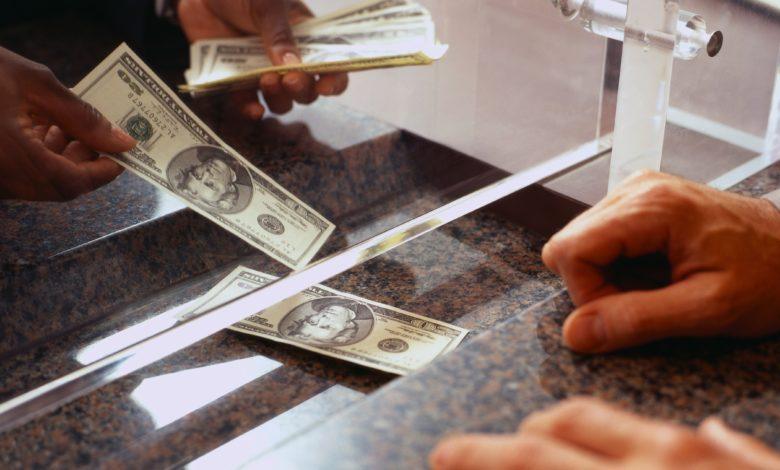 Le service de la dette extérieure s'élève à environ 40% des réserves en devises