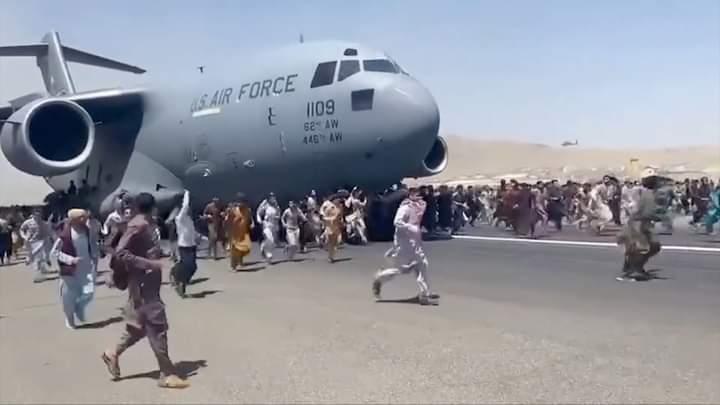 Afghanistan : Des dizaines de morts et de blessés à l'aéroport de Kaboul